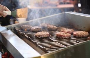 Festival de hambúrguer e churrascada no mês dos pais do Plaza
